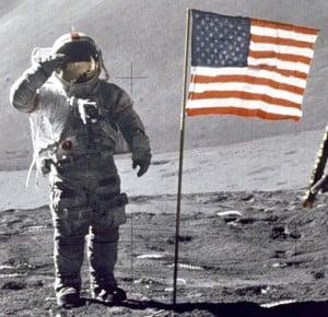 Apollo_15_-_Scott_salutiert