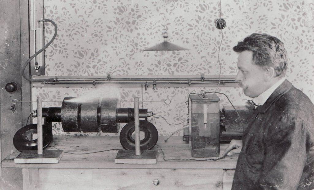 Electric cutting machine and daniel swarovski