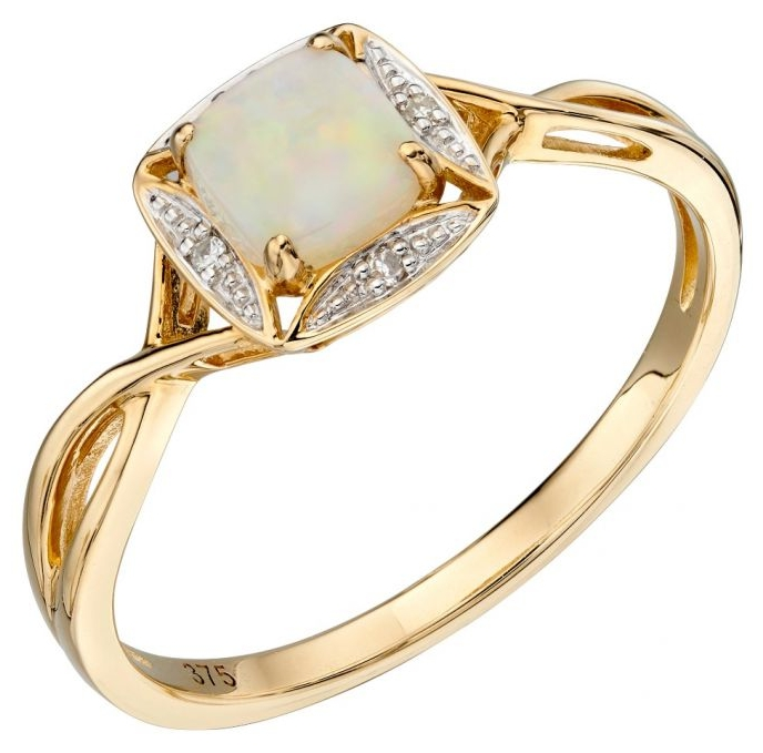 Top 10 Tips on Buying an Engagement Ring