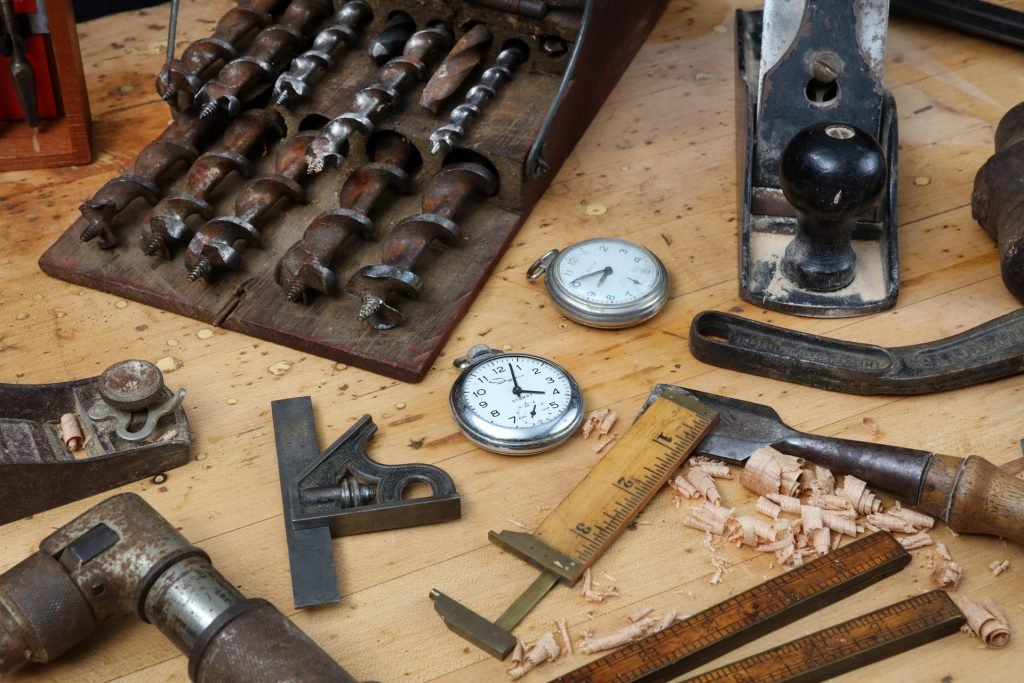 How to Adjust Watch Straps